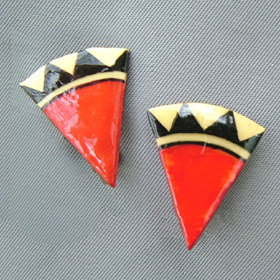 red black and offwhite triangle clip on earrings